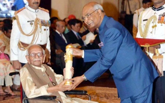 पंडित श्यामलाल चतुर्वेदी का निधन,  साहित्य और पत्रकारिता के एक सुनहरे युग  का अंत हो गया : डॉ. रमन सिंह