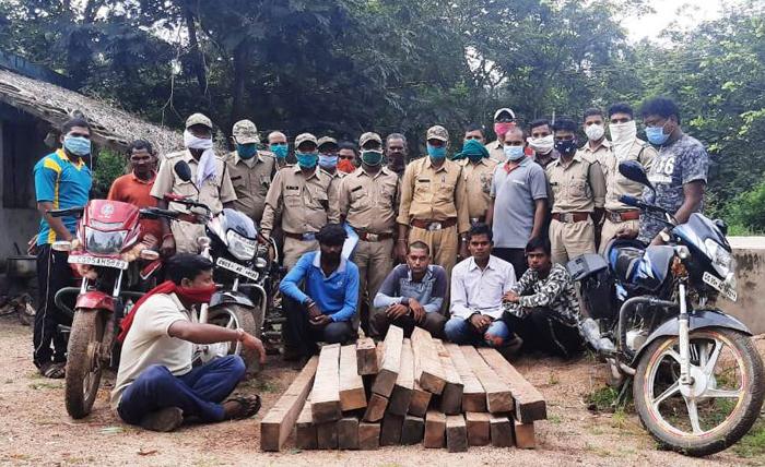 अवैध कटाई को लेकर वन विभाग की कारवाई : पांच आरोपी गिरफ़्तार